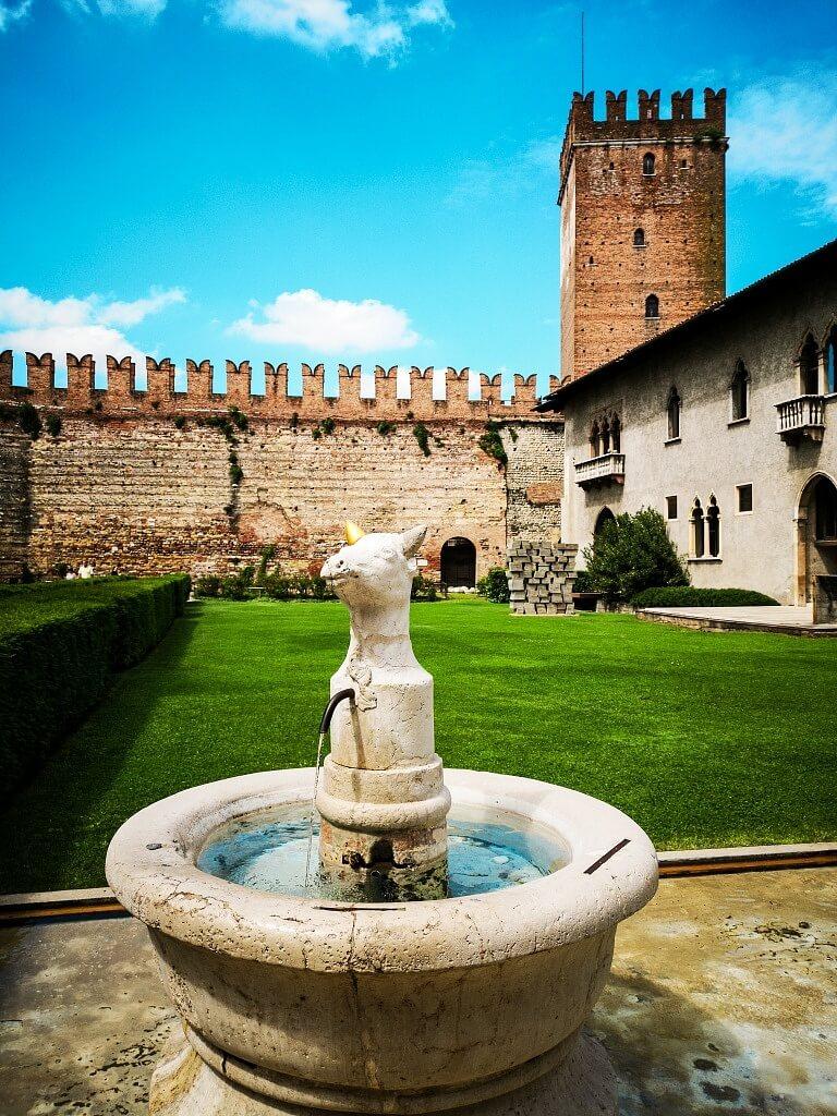 Inner yard of the Castelveccio Castle